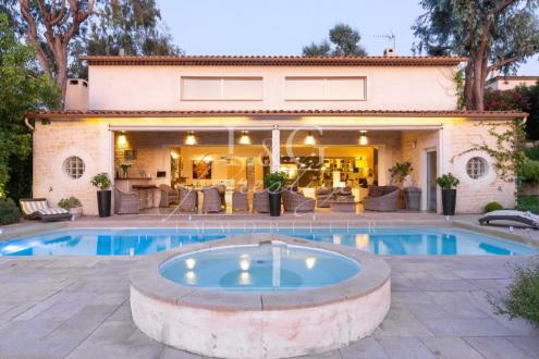 Вилла класса люкс на продажу  Канны, 250 м², 4 Спальни, 1790000€