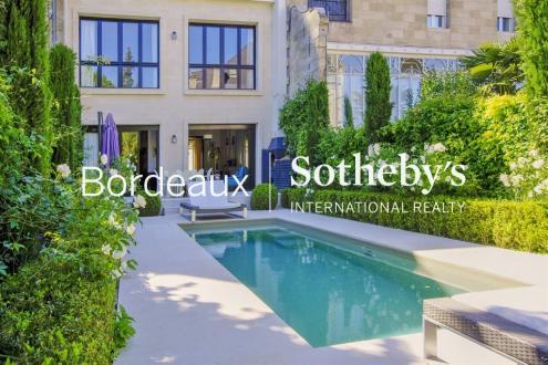 Дом класса люкс на продажу  Бордо, 350 м², 6 Спальни, 2250000€