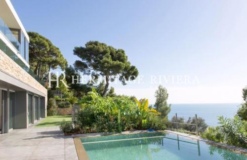 Maison de luxe à louer CAP D'AIL, 350 m², 5 Chambres