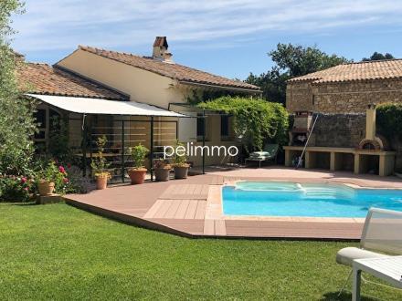 Maison de luxe à vendre ROGNES, 247 m², 4 Chambres, 910000€