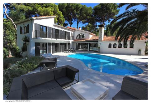 Дом класса люкс в аренду Кап д'Антиб, 260 м², 4 Спальни,