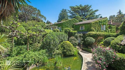 Villa de luxe à louer SAINT TROPEZ, 400 m², 6 Chambres