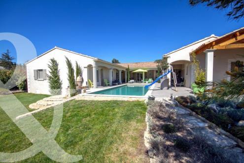 Дом класса люкс на продажу  Сен-Реми-Де-Прованс, 300 м², 4 Спальни, 1590000€