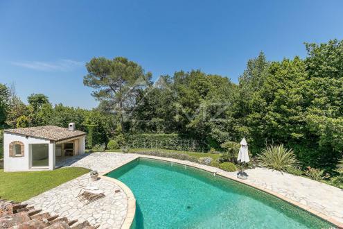 Casa di lusso in vendita MOUGINS, 203 m², 5 Camere, 1150000€