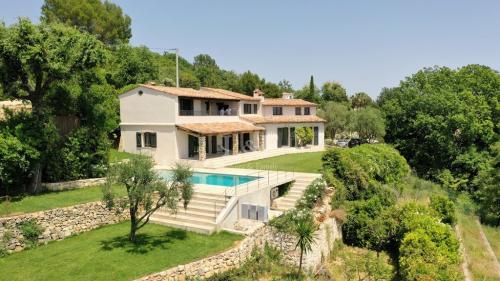 Villa de luxe à vendre CHATEAUNEUF DE GRASSE, 250 m², 4 Chambres, 1990000€