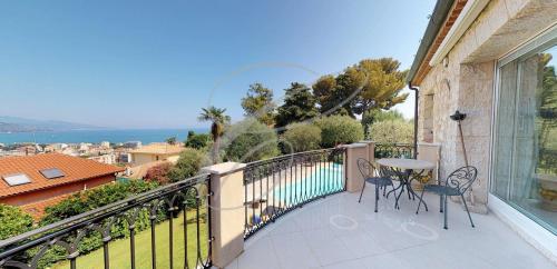Luxury Villa for sale ROQUEBRUNE CAP MARTIN, 269 m², 3 Bedrooms, €2600000