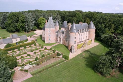 Château / Manoir de luxe à vendre AUBIGNY SUR NERE, 2000 m², 11 Chambres, 3950000€