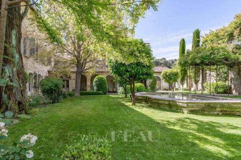 Luxury Town house for sale VILLENEUVE LES AVIGNON, 640 m², 5 Bedrooms, €1685000