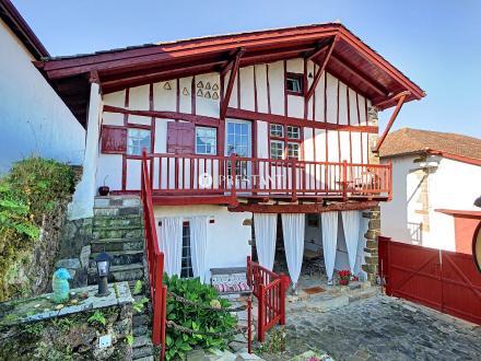 Дом класса люкс на продажу  Ла-Бастид-Клеранс, 330 м², 6 Спальни, 735000€