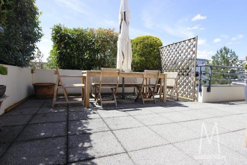 Квартира класса люкс на продажу  Страсбург, 136 м², 3 Спальни, 1023750€