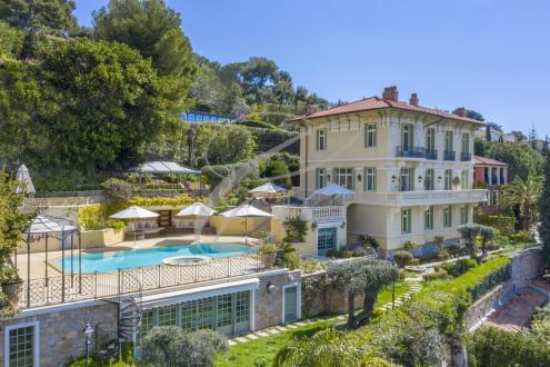 Proprietà di lusso in vendita ROQUEBRUNE CAP MARTIN, 518 m²