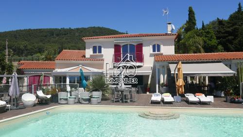 Maison de luxe à vendre CARQUEIRANNE, 325 m², 8 Chambres, 4500000€