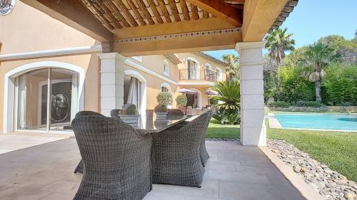 Luxury House for sale MOUANS SARTOUX, 320 m², 4 Bedrooms, €1995000