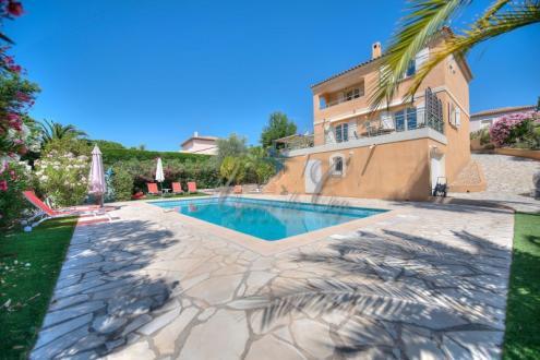 Casa di lusso in vendita SAINT RAPHAEL, 145 m², 3 Camere, 798000€