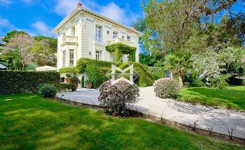 Дом класса люкс в аренду Сен-Жан-Кап-Ферра, 350 м², 5 Спальни,