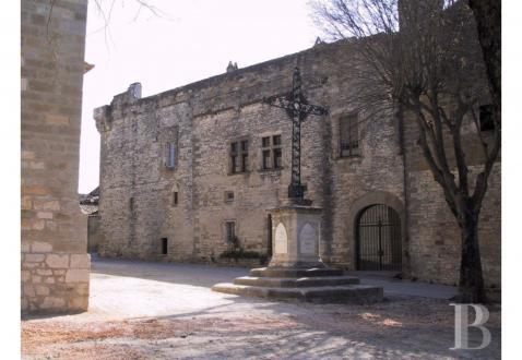 Luxe Kasteel/landhuis te koop UZES, 720 m², 10 Slaapkamers, 1480000€