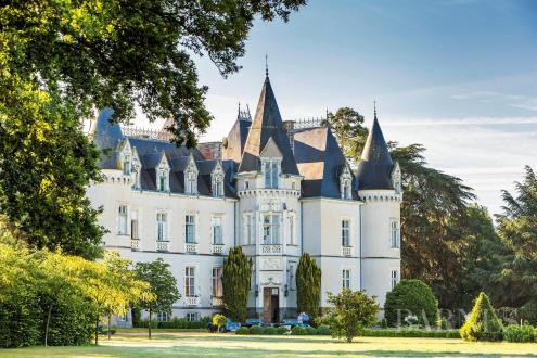 Luxus-Schloss / Herrenhaus zu verkaufen RENNES, 750 m², 9 Schlafzimmer, 1596000€