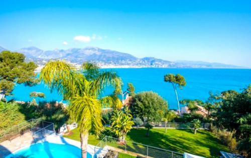 Villa de luxe à vendre ROQUEBRUNE CAP MARTIN, 380 m², 7 Chambres, 6900000€