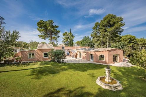 Дом класса люкс на продажу  Экс-Ан-Прованс, 190 м², 3 Спальни, 1230000€