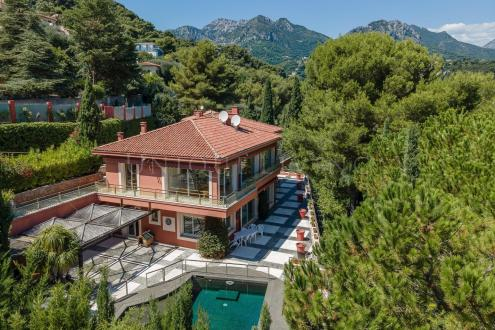 Villa de luxe à vendre ROQUEBRUNE CAP MARTIN, 500 m², 5 Chambres, 3300000€