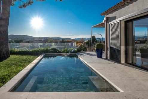 Вилла класса люкс на продажу  Сен-Тропе, 190 м², 4 Спальни, 5800000€