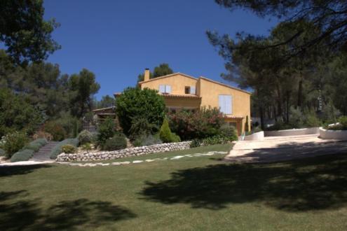 Поместье класса люкс на продажу  Экс-Ан-Прованс, 300 м², 5 Спальни, 1350000€