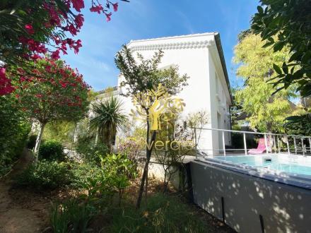 Maison de luxe à vendre SANARY SUR MER, 207 m², 5 Chambres, 1199000€