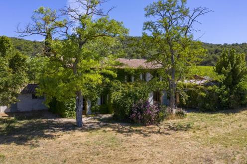 Farm de luxe à vendre MIRABEAU, 300 m², 7 Chambres, 2130000€