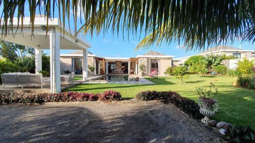 Luxury Villa for sale Mauritius, 299 m², 4 Bedrooms, €879780