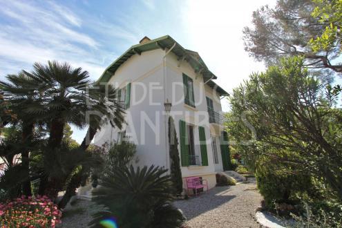 Дом класса люкс в аренду Кап д'Антиб, 200 м², 5 Спальни,
