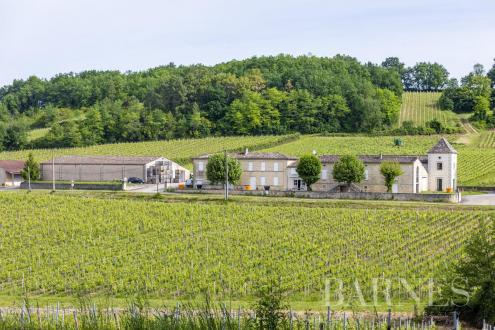Дом класса люкс на продажу  Бордо, 330000 м², 3500000€