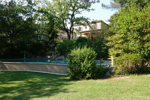 Дом класса люкс на продажу  Экс-Ан-Прованс, 350 м², 6 Спальни, 2300000€