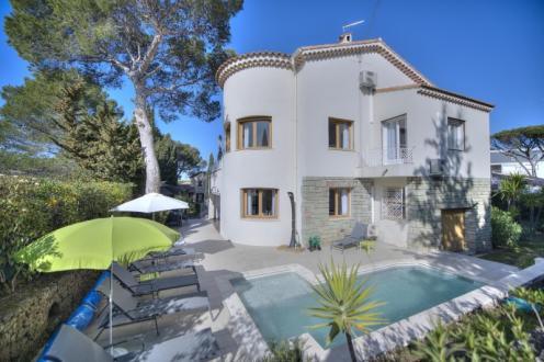 Luxus-Haus zu verkaufen SAINT RAPHAEL, 211 m², 4 Schlafzimmer, 655000€