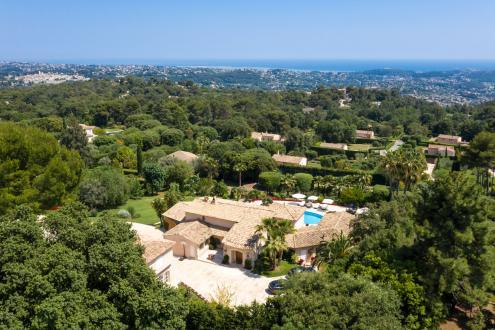 Поместье класса люкс на продажу  Ла-Коль-Сюр-Лу, 668 м², 9 Спальни, 9700000€
