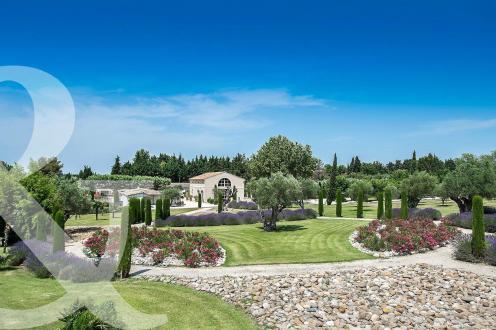 Luxus-Haus zu verkaufen EYRAGUES, 670 m², 9 Schlafzimmer, 3950000€