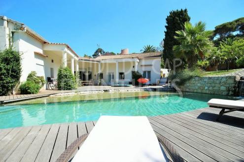 Maison de luxe à louer ANTIBES, 200 m², 5 Chambres,