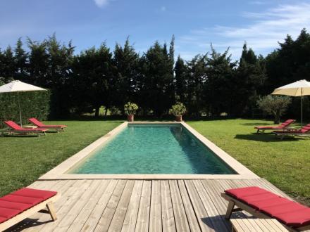 Maison de luxe à louer MAILLANE, 320 m², 5 Chambres,