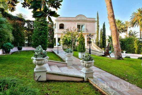 Maison de luxe à louer ANTIBES, 450 m², 5 Chambres,