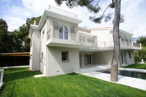 Villa de luxe à vendre ROQUEBRUNE CAP MARTIN, 313 m², 5 Chambres, 4600000€
