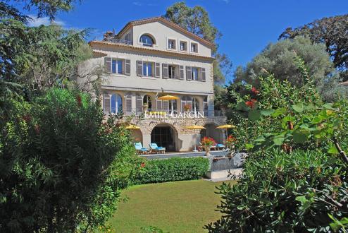 Maison de luxe à louer CAP D'ANTIBES, 250 m², 4 Chambres,