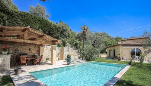 Luxus-Haus zu verkaufen GRASSE, 260 m², 6 Schlafzimmer, 1090000€