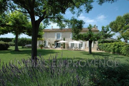 Maison de luxe à louer ROBION, 400 m², 7 Chambres,