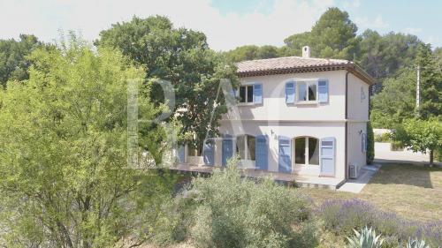 Вилла класса люкс на продажу  Драгиньян, 270 м², 3 Спальни, 990000€