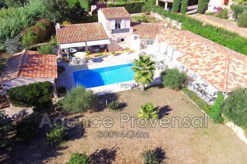 Villa di lusso in vendita SAINTE MAXIME, 201 m², 5 Camere, 945000€