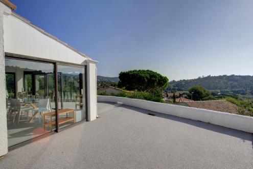 Maison de luxe à vendre LES ISSAMBRES, 141 m², 4 Chambres, 745000€