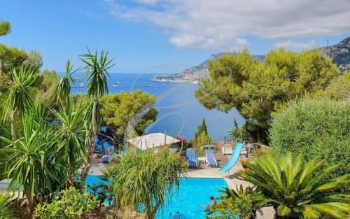 Villa de luxe à vendre ROQUEBRUNE CAP MARTIN, 366 m², 6 Chambres, 7500000€