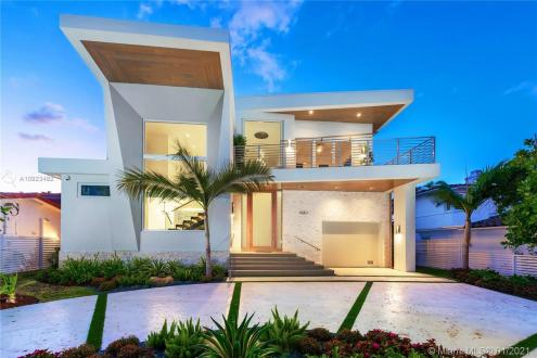 Дом класса люкс на продажу  Флорида, 287 м², 4 Спальни, 2300000€