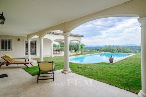 Villa di lusso in vendita DRAGUIGNAN, 260 m², 3 Camere, 1570000€