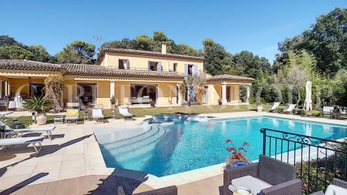Luxus-Liegenschaft zu verkaufen LA COLLE SUR LOUP, 268 m², 5 Schlafzimmer, 2290000€