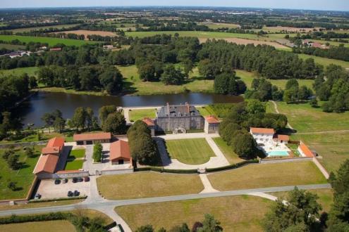 Château / Manoir de luxe à vendre LA ROCHE SUR YON, 900 m², 7 Chambres, 2968000€